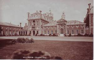 Wellington College: 824